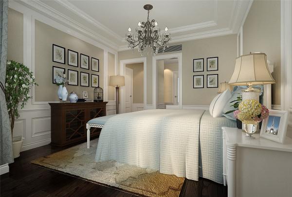 欧式风格强调以华丽的装饰、浓烈的色彩、精美的造型达到 华贵的装饰效果。 欧式客厅顶部用大型灯池, 并用华丽的枝形吊 灯营造气氛