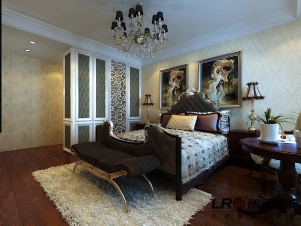 卧室细节陈设,墙面用了墙纸点缀,墙纸的运用恰当可以提高装修档次噢!