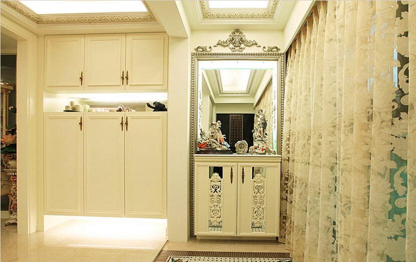地坪别出心裁地运用古典地砖拼贴成型,有如仿古马赛克的质感。
