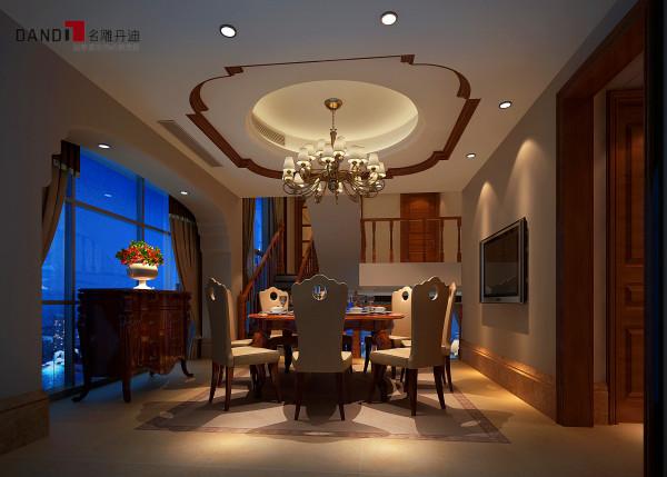 名雕丹迪别墅设计—美式风格餐厅:以浅色系为主,家具使用的多为实木,一个圆形实木制的餐桌立于餐厅中部,周围以柜子、凳子作为陪衬,显得整个精致大气。