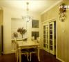 餐厅面积较小,所以设计越简洁越好,注重与客厅设计的连贯整体性。 百叶窗、铁艺吊灯和挂钟给餐厅增加了浪漫气息。