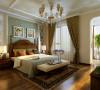地面实木地板,墙面是进口壁纸。卧室的顶面采用石膏线条装饰,这样显的房间的顶面不会是那么的空白而且又有特点,家具也以欧式为主。