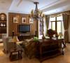 家具以古典欧式为主,色彩以暖色为主,客厅的电视墙和沙发背景墙相呼应,整个空间的衔接。