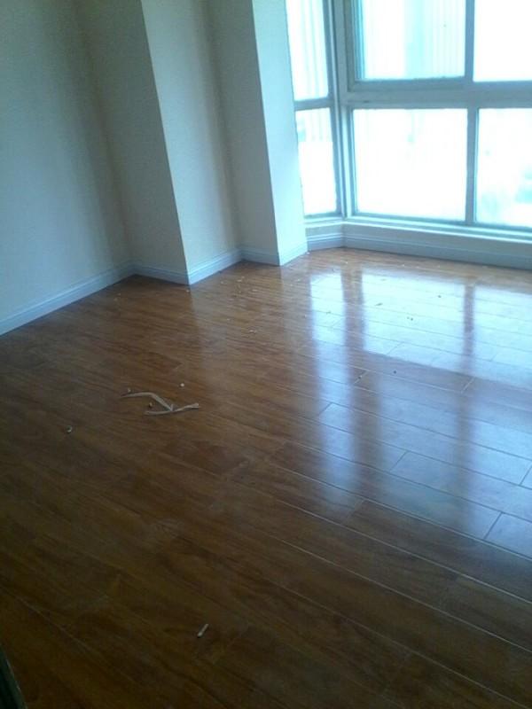 卧室木地板已经铺好了