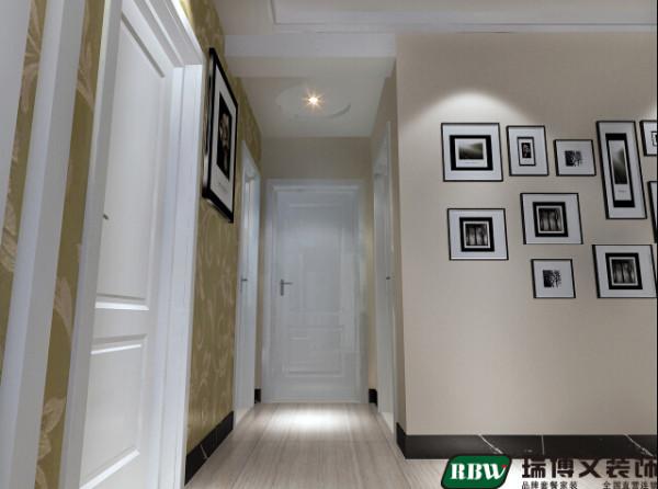 卧室玄关处横梁比较深有2平米的面积,只做平顶比较死板,所以在平顶的基础上做了一个圆形,显得比较灵活