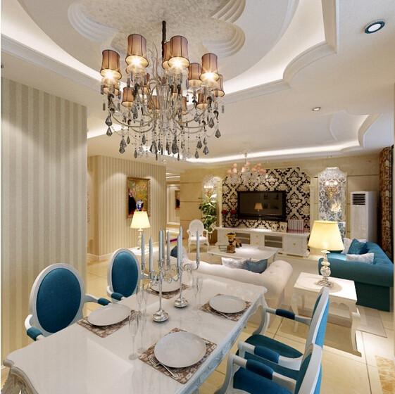 白色素雅的餐桌配上蓝白相间的座椅的搭配,精美线条涡状弯曲的桌椅腿,餐桌上欧式灯座蜡烛的配置,更显欧式浪漫风情。
