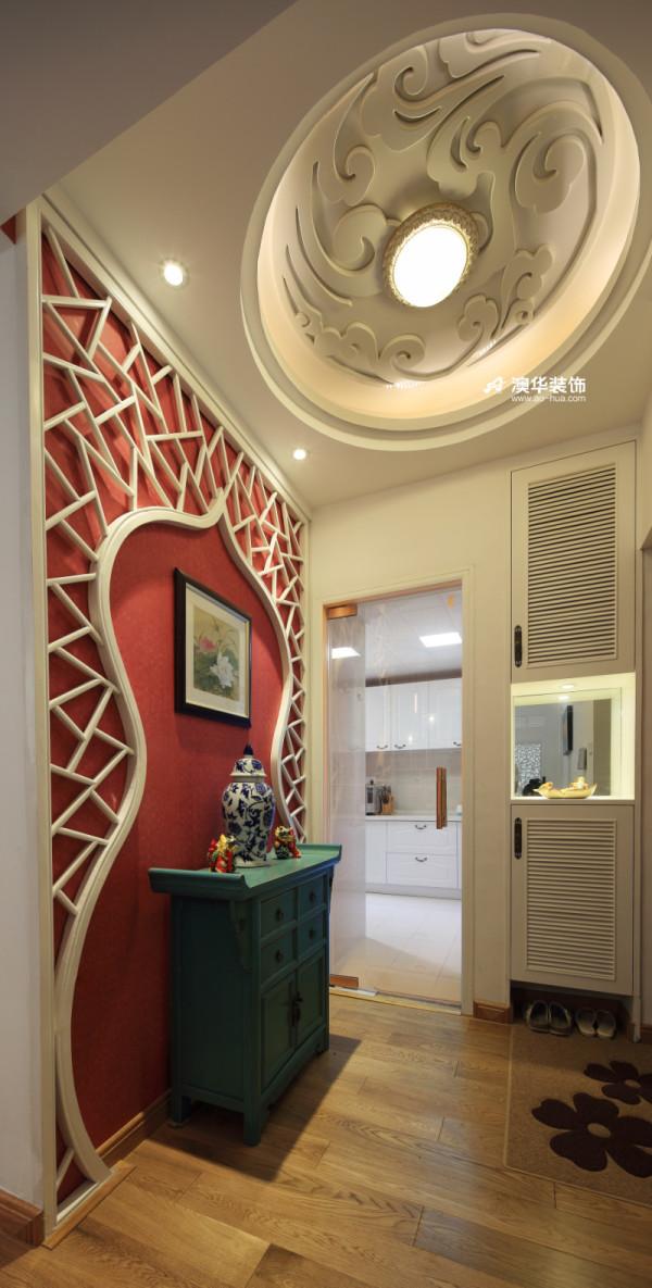【门厅,是家的第一道风景】 每天,迎接我回家的第一道色彩,总是那抹艺术红。 而俏皮的葫芦状背景墙,不知藏了多少关于思念的心事。