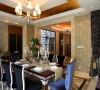 设计师注重建筑体最原始的空间感,在平面布置时协调较人性的功能尺度, 借助自然的光,外部的景,以及原味的欧式情调......让整栋房屋高贵,舒适豪华温馨
