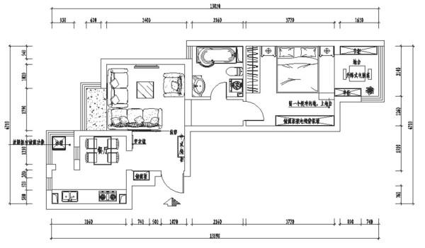 因此设计师有了这样的一个独特的设计方案。客厅是最能体现风格特点的地方,现代时尚的布衣沙发与中式的实木椅形成和谐的搭配,咖啡色的电视背景木纹屏风,体现中式圆满的意念。