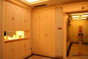 欧式 别墅 高富帅 别墅装饰 奢华 熙园 客厅 衣帽间图片来自名雕丹迪在迷恋·奢华—熙园欧式别墅的分享