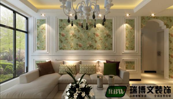 沙发背景墙也是全屋的设计重点,整个客厅的采光分配是的沙发背 景墙的采光比较好,在沙发背景墙做了一个简单的方形造型和整体风格 相互搭配的小碎花壁纸。