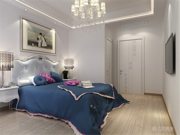 卧室,在卧室的划分出一块地方作为卫生间,卧室的窗户通风和采光都是一级棒,整个卧室的活动空间成U字型,所以可以呈现出最大的活动空间。