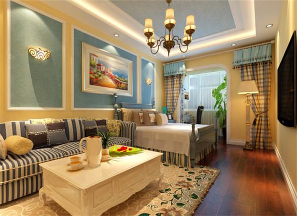 简单的墙面背景把客厅与卧室区域划分开来,整天的吊顶,单看客厅时,使客厅显得空间宽敞,同样的,单看卧室,使卧室显得实用。