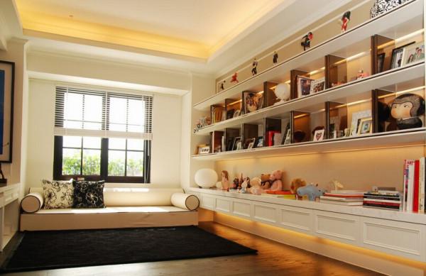 订作沙发规划的卧榻区块,以柔软黑白线条,导入巴里岛独有的惬意。