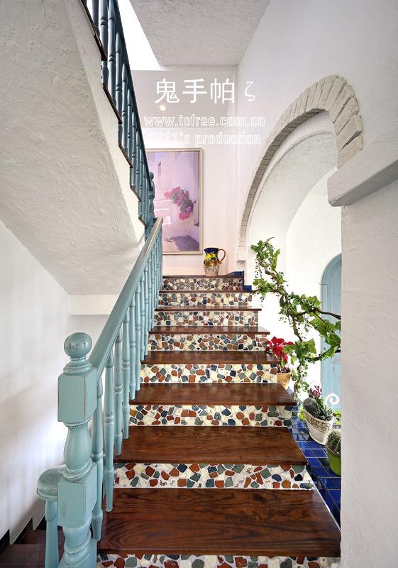 地中海 二居 三居 别墅 白领 收纳 旧房改造 80后 小资 楼梯图片来自周楠在荏苒在衣 《瑞丽家居》13年8月刊的分享