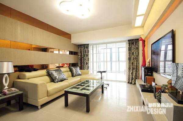 客厅顶部的造型则是新装饰主义中运用较多的设计风格,即空间顶部或局部采用欧式顶角线的对称结构,出现重叠的线条,从细节上增加装饰感。而墙面装饰也以水平和垂直为基准,家居则采用雅士白,显得高贵端庄;