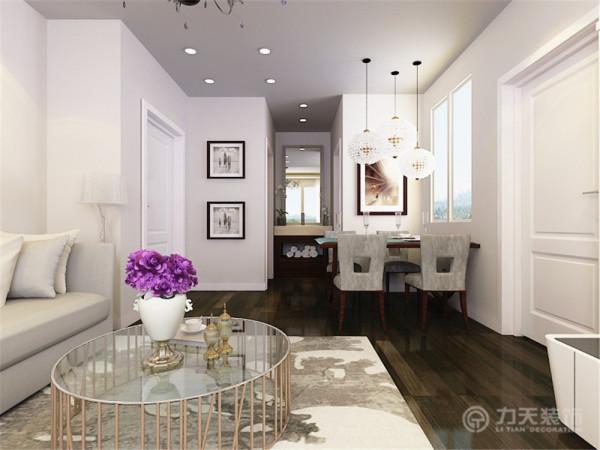 餐厅则采用的平铺石膏板的造型。在家具方面,家具采用的大多是现代家居,其中又掺杂了一些欧式元素,使得整个空间更加有时尚感。