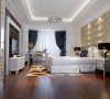 卧室的整体效果既奢华又不失温馨,电视背景和床头背景均采用软包和混油板材。混油板材的花纹和吊顶的石膏顶角线巧妙地相结合,整体的色调浪漫,但又不失色彩的稳重。