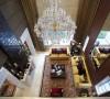 新古典主义风格的家具主要特征为做工考究, 造型精炼而朴素,以直线为基调不作 过密的细部雕饰,以方形为主体,追求整体比例的和谐与呼应