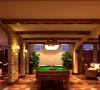 位于地下的活动室是家庭生活中的重要娱乐区域,应当让各种娱乐休闲功能和整体装修相辅相成,因此采用了偏北欧风格的设计,以粗犷的表现手法,将活动室内的众多娱乐功能融为一体。
