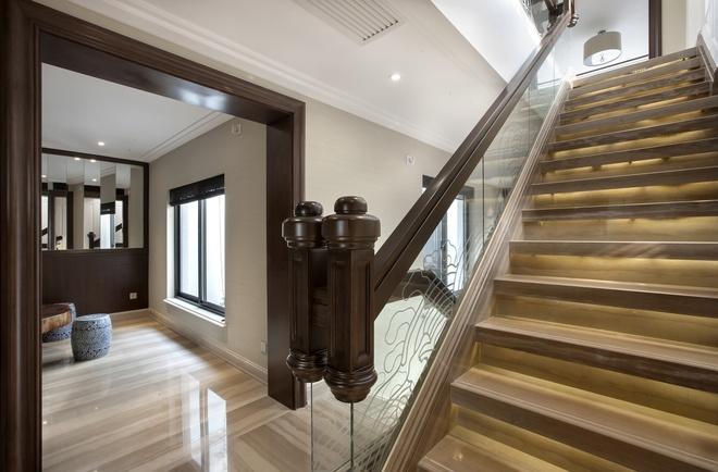别墅 新古典设计 高雅大气 时尚温馨 80后 楼梯图片来自上海实创-装修设计效果图在245平新古典时尚别墅的分享