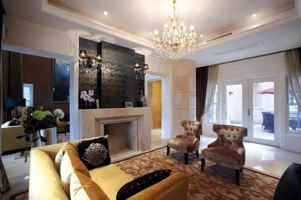 客厅, 是专门接待客人的地方。 中国大部分人的客厅, 是兼有接待客人和生 活日常起居作用的。 不过别墅客厅会有专门的客厅和专门的起居室。 客厅, 往往 最显示一个人的个性和品位
