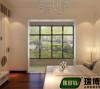现代简约风格,外形简洁、功能强,强调室内空间形态和物体的单一性、抽象性。进门之后会感觉墙面门比较多,故选择白门,视觉上空间不会显得狭小。