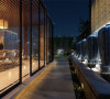 一般室内墙地面及顶棚和家具陈设,乃至灯具器皿等均以简洁的造型、纯洁的质地、精细的工艺为其特征。