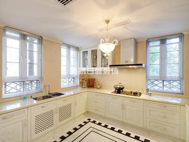 厨房图片来自武汉东易日盛在碧桂园生态城--欧式古典--王韶鑫的分享