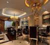 设计理念:餐厅与客厅相连接,既要划分出餐厅的区域,又不能因为区域的划分而使空间割裂,失去大空间的明亮宽敞。