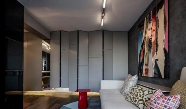 本来以为只是材质不同的墙壁装饰,没有想到竟然是柜子吧,强大的收纳够放很多的东西啦