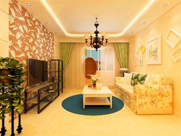 效果图上展示的是次卧室的位置,选用了很具田园风情的壁灯,四周也选用了浅色花纹壁纸。最主要的设计是床的旁边设计了一个衣帽间,可以在换衣服的时候有私密性。