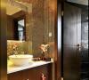 洗手台的设计也很时尚,马赛克的瓷砖很有视觉冲击力,喜欢这个圆形的台上面盆。