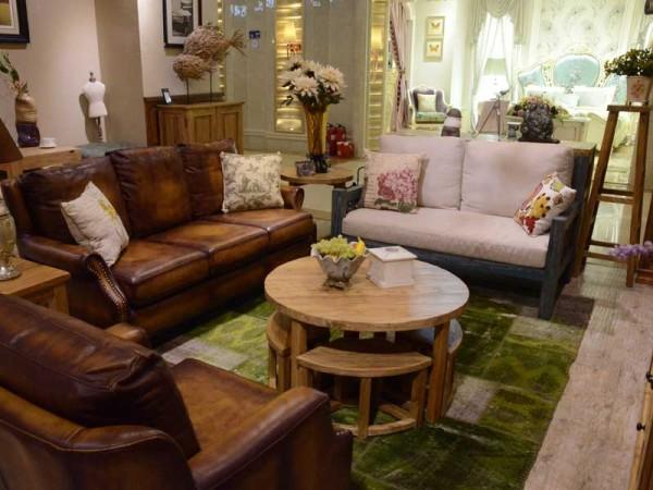 请相信,客厅是一个宁静的生活场所。宁静源于一种沉淀后的生活情趣,这套家居故事百年榆木客厅组合的分量刚刚好,总有一种重量让人想念,老榆木的厚重和朴实很好的诠释了生活的宁静。