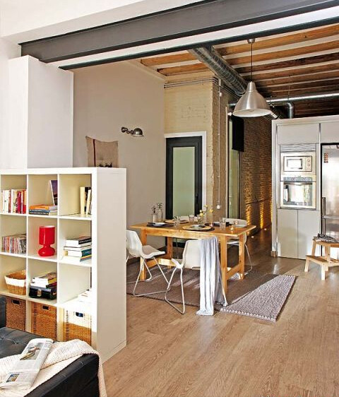 不用顾忌清洁的问题,一块小小的地毯可以为你的餐厅增加温馨的感觉