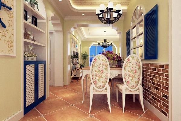 在餐厅与卫生间过度的地方,设计师设计了一个通顶鞋柜,在旁边做的是一个拱形的造型门套。不仅增加了储物空间,而且更加美观时尚。