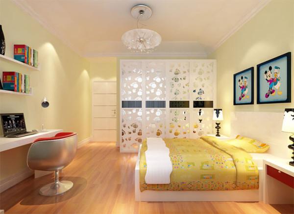 暖暖的实木地板,纯净柔和的墙壁色,简单利落的直线条书桌和装饰柜将舒适和惬意一一呈现。