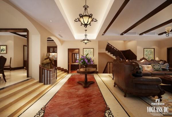 这是客厅与餐厅之间的过道,从侧面扫视的话是一个有特色的主线条。吊灯、花艺与朱红色地板呈一条直线,增加了别墅空间内的趣味性。正面望过去,就是一个被隐藏的空间,将客厅与餐厅巧妙的连接在了一起。