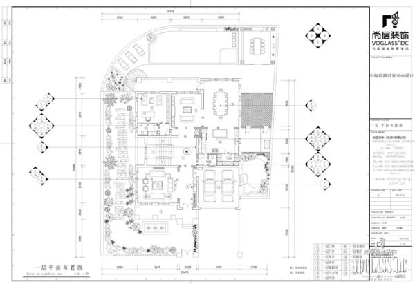 一层是主人主要的会客及活动区域,客厅、餐厅、书房、家庭室以及车库构成了一层的主体空间
