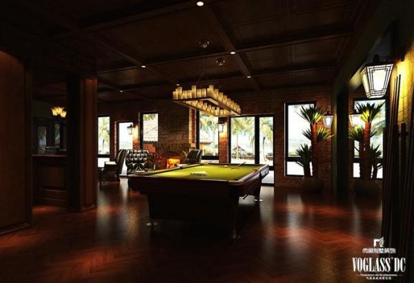桌球作为一种健康、大众的娱乐项目占据地下娱乐区的主题,周围深色的布置只为凸显娱乐的中心。 简约与经典的搭配形成完美的北京别墅设计案例,狂野和随性也带来不一样的异域风情。