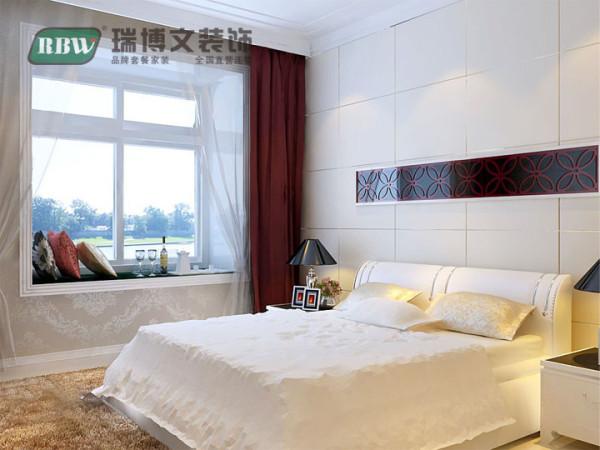 卧室主要注重功能性,家具摆放合理,温馨时尚。简单的床头背景墙凸显整个设计的主题。