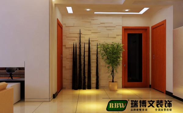 走廊过长,尽头开阔,遂在墙面做造型墙使其抢眼,是空间从视觉上拉近,其次搭配装饰品和绿植是空间不在空旷,客厅走廊平顶打筒灯,强调地上光晕,不弃温馨主旨。