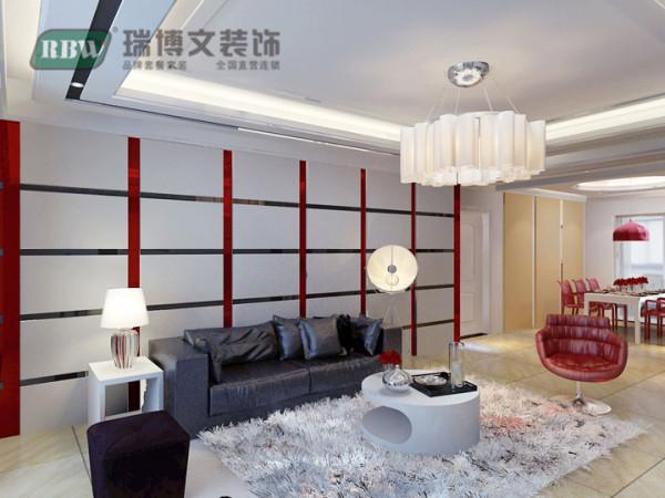 沙发背景墙墙面刷红漆,茶镜与石膏板衔接,颜色比较活跃。沙发主色调是黑色,这样搭配起来恰到好处,既不死板又不浮夸。