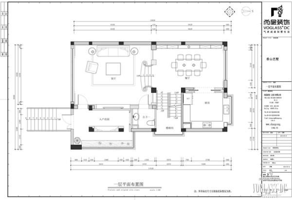 一层是业主最主要的活动区域,同时这里的空间布局相对简单。入户花园、客厅、餐厅以及厨房构成了一层所有的活动空间