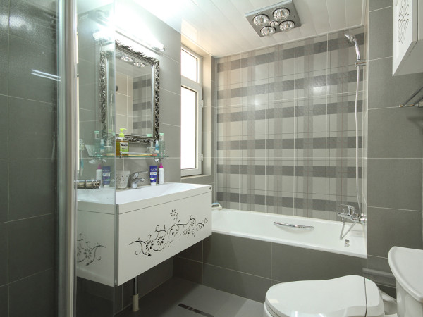 卫浴设备以简洁大方为主,灰色瓷砖、雕刻白色家具卫浴、灯暖设备将一个现代卫浴打造的很好。作为私密的公共空间,简单却不乏味,是古典风格现代设计中低调的精品