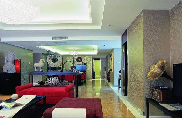墙纸、地毯的颜色与居室整体协调统一。
