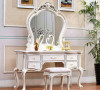 柜子精致的雕刻尽显浓浓贵族格调,柜脚加宽设计提高稳定性,使用更安全。