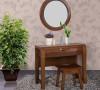 榆木坚固耐用,性质稳定不变形。精选镜面清晰干净,妝凳流线设计合理,坐感舒适。