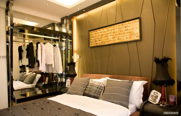 衣柜和床头背景墙的搭配