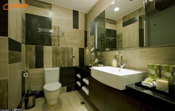 三种石面瓷砖错落的拼贴层次,创造极具设计线条的空间美感。